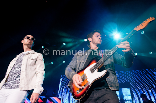 Joe Jonas (L) and Nick Jonas (R) of the Jonas Brothers © manuel nauta