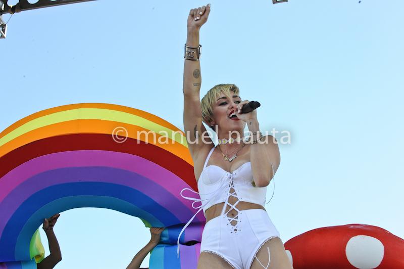 Miley Cyrus at The Village - 2013 iHeartRadio Music Festival © Manuel Nauta
