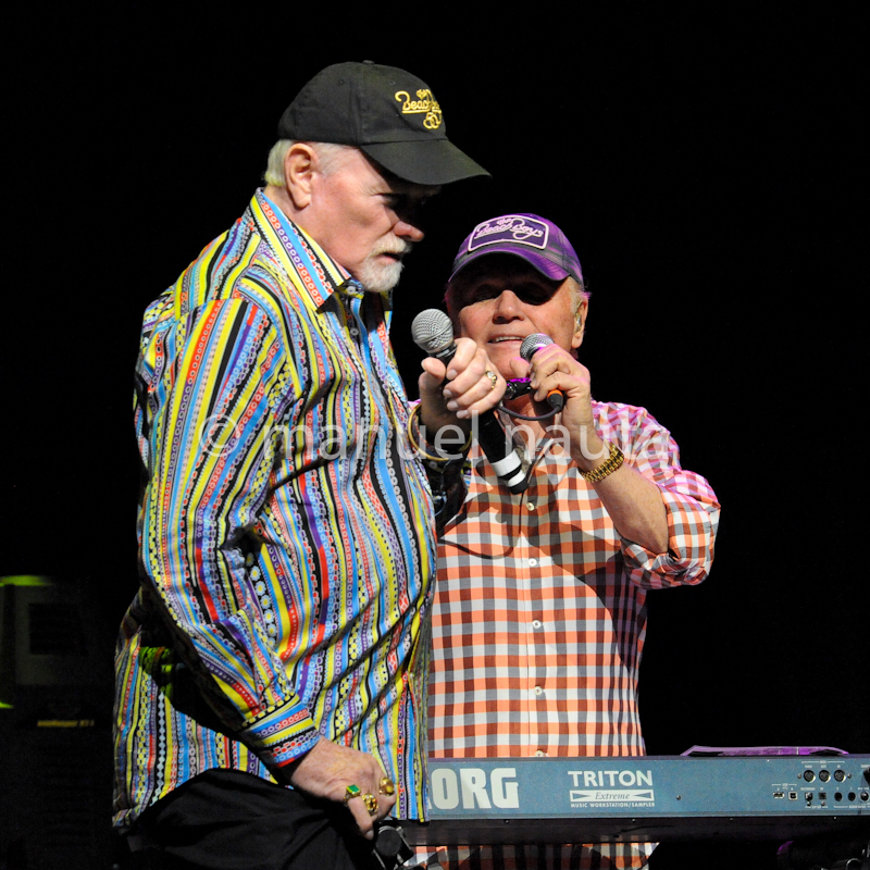 Mike Love (L) and Bruce Johnston (R) with The Beach Boys © Manuel Nauta