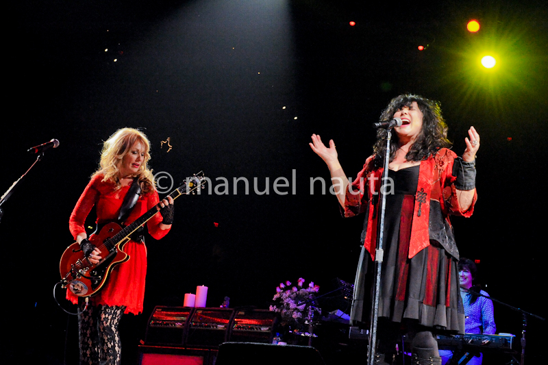 Musicians Nancy Wilson (L) and Ann Wilson of Heart perform in concert as part of the San Antonio Stock Show & Rodeo at the AT&T Center on February 14, 2014 in San Antonio, Texas - USA