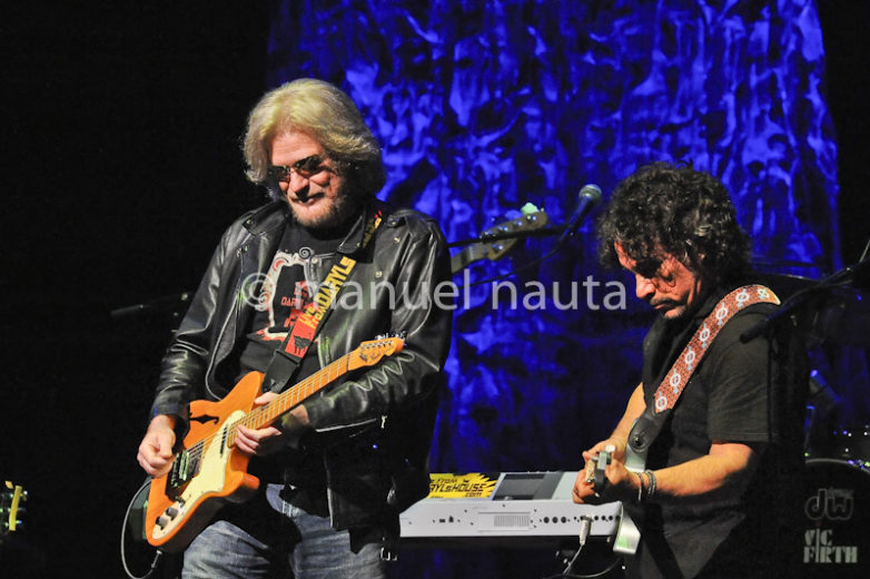 Daryl Hall (L) and John Oates (R) of Hall & Oates perform in concert at ACL Live at Moody Theater on February 23, 2014 in Austin, Texas - USA