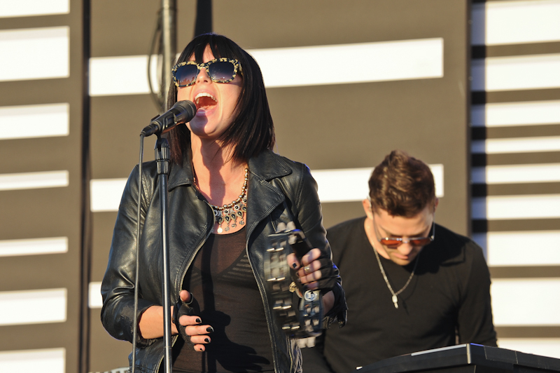 Sarah Barthel with Phantogram © Manuel Nauta