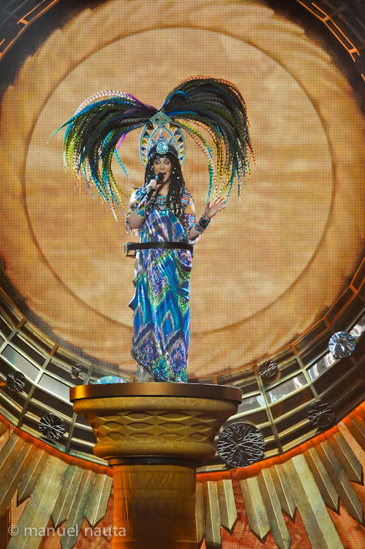 Cher starting the show with descending on a high raised pedestal © Manuel Nauta