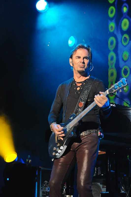 Jonathan Cain with Journey / Photo © Manuel Nauta