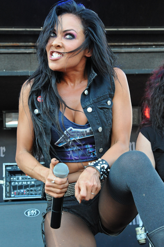 Carla Harvey with Butcher Babies  / Photo © Manuel Nauta