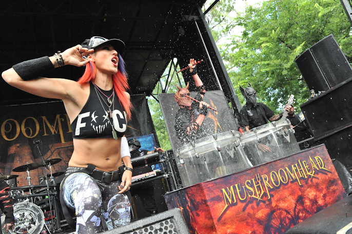 Mushroomhead with guest singer at The Woodlands / Photo © Manuel Nauta