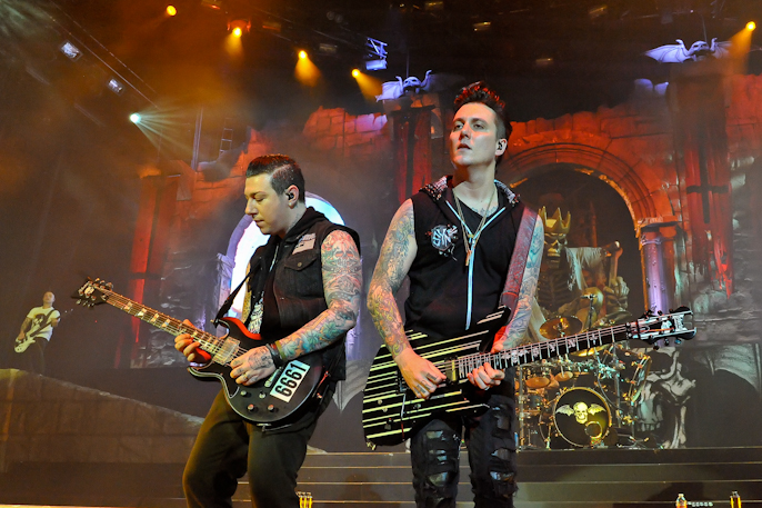 Zacky Vengeance (L) and Synyster Gates with Avenged Sevenfold at The Woodlands / Photo © Manuel Nauta