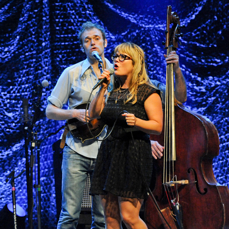 Chris Thile (L) and Sara Watkins of Nickel Creek in concert at ACL Live / Photo © Manuel Nauta