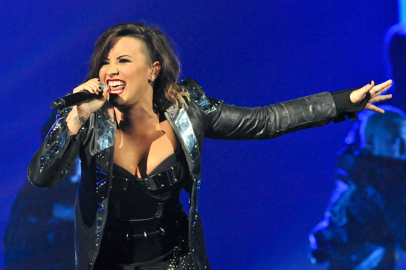 Demi Lovato performs at the AT&T Center / Photo © Manuel Nauta