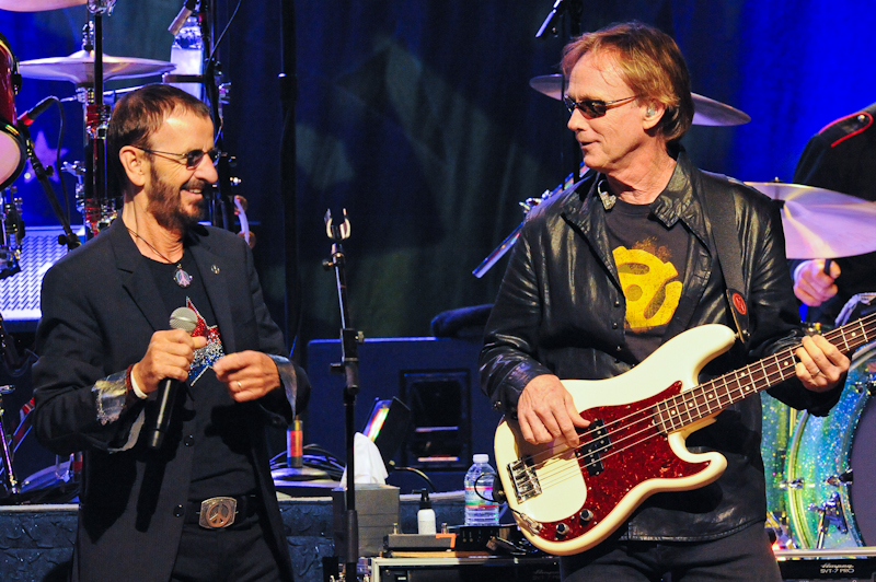 Ringo Starr (L) and Richard Page live in Austin - Photo © Manuel Nauta