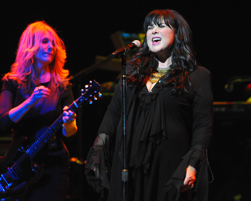 Nancy Wilson (L) and Ann Wilson of the band Heart perform at ACL Live on November 16, 2014 in Austin, Texas. Photo © Manuel Nauta