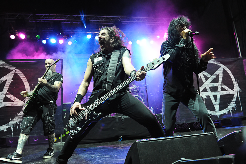 Scott Ian, Frank Bello and Joey Belladonna of Anthrax perform onstage during River City Rockfest at the AT&T Center on May 24, 2015 in San Antonio, Texas. Photo © Manuel Nauta