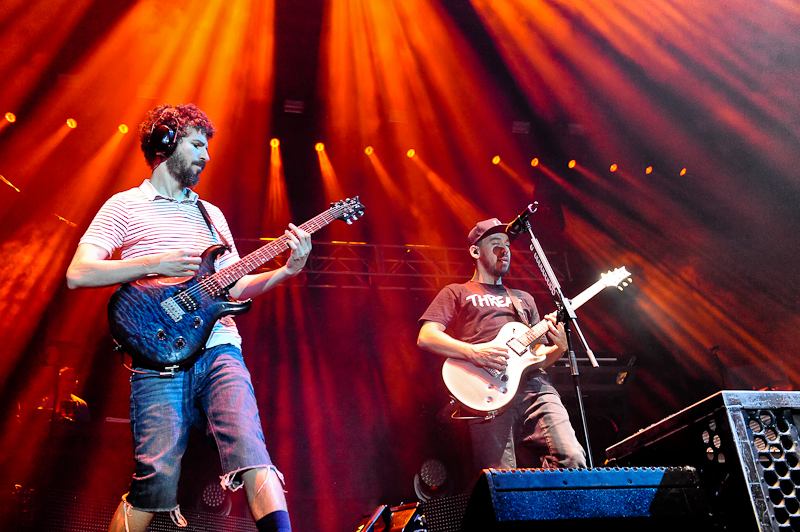 Brad Delson and Mike Shinoda of Linkin Park perform onstage during River City Rockfest at the AT&T Center on May 24, 2015 in San Antonio, Texas. Photo © Manuel Nauta