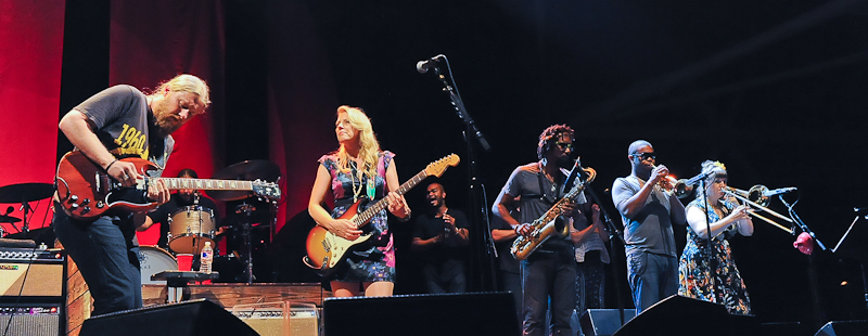 Derek Trucks, Susan Tedeschi, Kebbi Williams, Maurice Brown and Saunders Sermons with the Tedeschi Trucks Band perform in concert at Austin360 Amphitheater on July 12, 2015 in Austin, Texas. Photo © Manuel Nauta