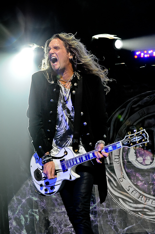 Joel Hoekstra of Whitesnake performs at ACL Live on August 9, 2015 in Austin, Texas. Photo © Manuel Nauta