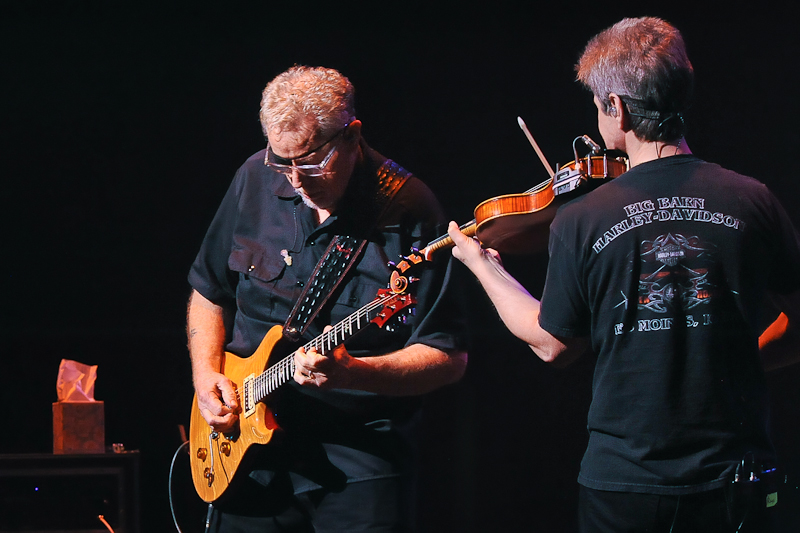 Rich Williams and David Ragsdale of the band perform in concert at the Long Center on August 20, 2015 in Austin, Texas. Photo © Manuel Nauta