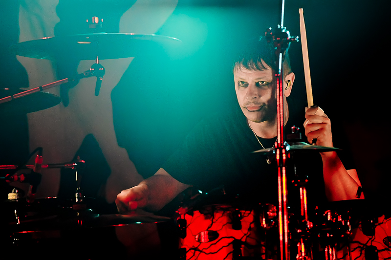 Ray Luzier with the band KORN performs in concert at Stubb's on October 19, 2015 in Austin, Texas. Photo © Manuel Nauta