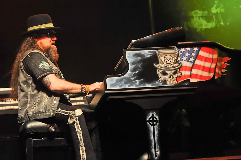Peter 'Keys' Pisarczyk of Lynyrd Skynyrd performs in concert at Cedar Park Center on January 28, 2016 in Austin, Texas. Photo © Manuel Nauta